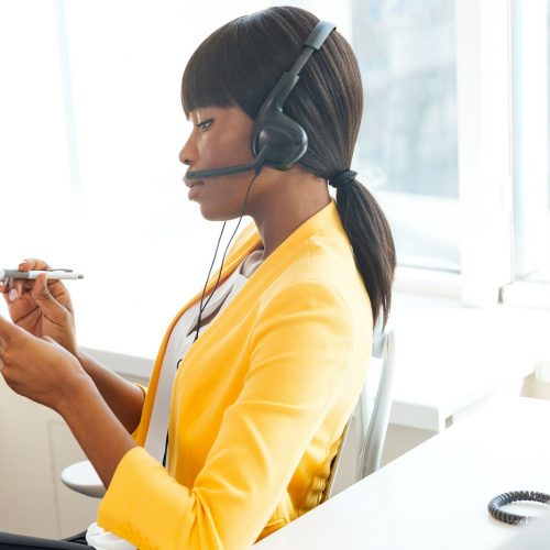 businesswoman-working-in-call-center-PRMJCL6-compressor